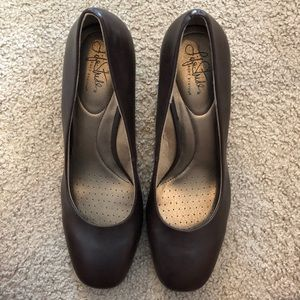 Life stride brown heels GREAT CONDITION
